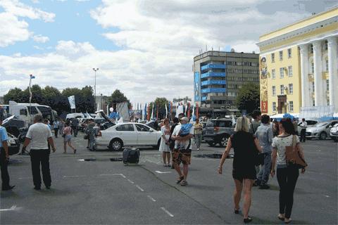 Посетителей было много, Автосалон-2012