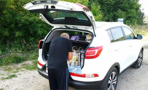 KIA Sportage 3, открыл багажник и обеденный столик готов