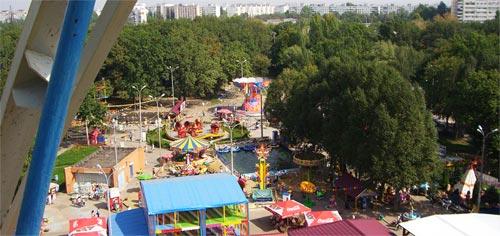 Парк Гагарина, вид на аттракционы с колеса обозрения, Самара