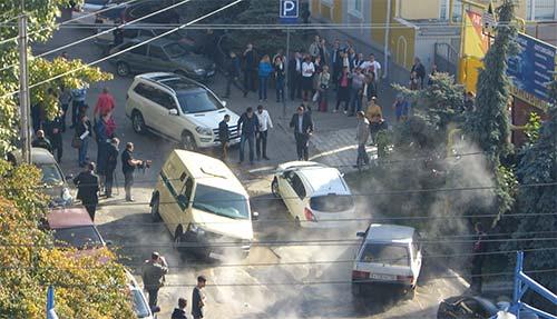 Mercedes пытается вытащить Opel