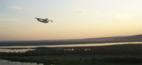 Водный самолет пролетает над вертолетной площадкой, Самара